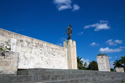 Conjunto-Escultorico-Comandante-Ernesto-Che-Guevara-Plaza-de-la-Revolucion-Santa-Clara-Cuba-3-e1420686795330