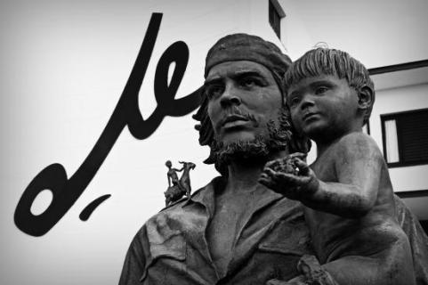 statue-of-che-guevara